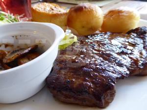 Steak for lunch at The Black Horse Inn, Torrington